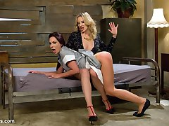 Hot broke waitress Kirsten Price attempts to lease a room from rich San Francisco tech worker...