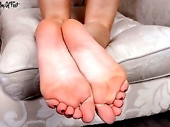 Sexy Bianca peeling off her sheer vintage nylons and offers her feet for adoration!