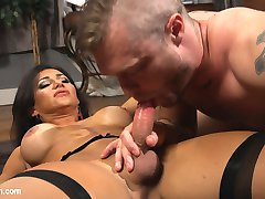 Jaquelin Braxton takes control when her stressed out boss Mike Panic breaks down. She puts him...