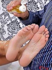 Laura performs an oily feet wank