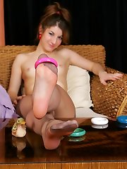 Funky hottie lets her soft tights clad feet toy with colored bracelets