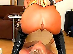 Pissing spanking with sexy Lady Viola