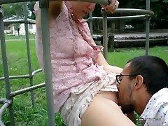 Chick gets finger-boned in public