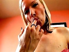 Blond Princess Doesn't Shave Her Beautiful Pussy!