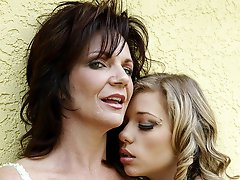 Nicole Ray and Deauxma hang out and get intimate