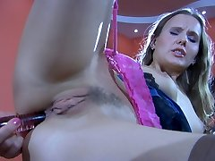 Foxy babe opens her lengthy stockinged legs to fuck her itchy ass on the table