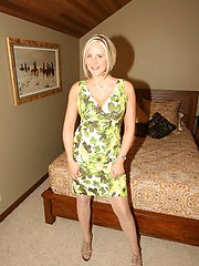 20 Pics- Hot And Sexy Milf Wife Desirae Spencer