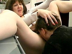 Sex-starving mature babe greeting her younger neighbor with her ripe pussy