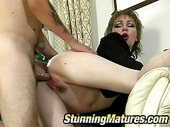 Nasty mature chick knowing how to handle with young cock for steamy fucking