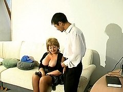 Experienced mature babe seducing guy and giving him the fuck of a lifetime