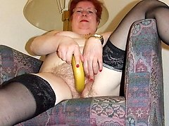 Hairy amateur mom playing with herself