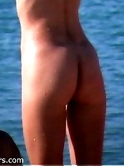 Slim hottie flashes tits and pussy on a nude beach