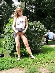 Nice gal exposes her nudity on the lawn