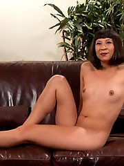 Vivi Marie wants to model for Kink.com. She gets more than she bargained for when Mz. Berlin takes her upstairs to the casting couch, ties her up, and puts her pain tolerance to the test. Pussy Clamps, dildo on a stick DP, Single tail whipping, electro play, ass worship, and more.