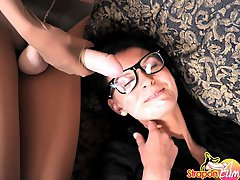 Geeky lesbian gets pumped by her pantyhose friends