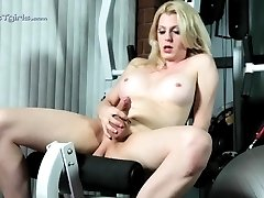 Hot Tyra pleasuring in the gym