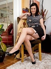 Insane housewife Sofia in naked ff nylons!