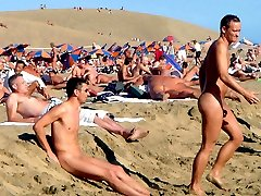 Real girls, men posing nude at the public beach