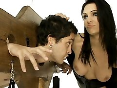 Sexy Mistress Victoria Sinn disciplines her naughty malesub by trapping him in a pillory
