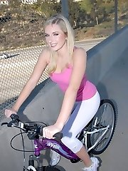 Red-hot blonde nymph in pink flashes off her scrumptious camel toe