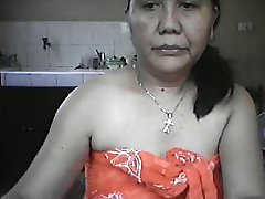 MATURE FILIPINA MOM LYLA G SHOWS OFF HER NAKED BODY ON CAM!