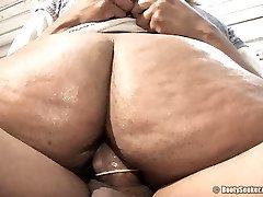 Thunda's wet pussy engulfs massive man-meat