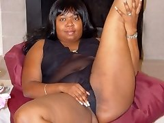 Kandy keeps her saucy thick thighs spread