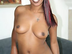 Ebony loves loads of cum on her pussy
