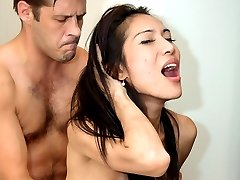 Pretty Pim craves for mind-blowing pounding