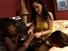 Two ebony babes toying one white pussy