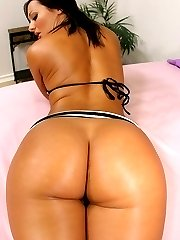 Horny brunette has her round ass licked before getting slammed