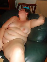 BBW fucking her fat pussy with a water bottle