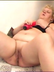 Hot full oldie Dutch-fucking herself with a dildo
