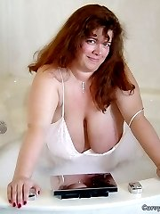 Amateur BBW babe has fantastic big boobs