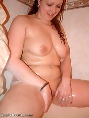 Amateur busty plump wife nude in the bath
