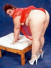 Small Titted BBW Posing Naked on Red Underwear