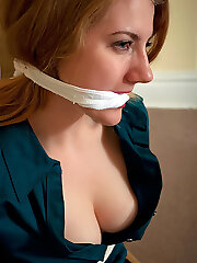 Girlfriend gets hard roped to her bed