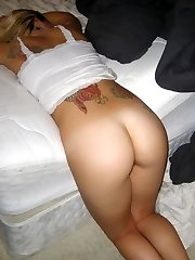 Sexy inked babe shows her arse and pussy