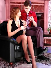 Mature chick getting her beaver ploughed with her pantyhosed knees upwards