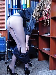 Spunky office hottie switches into a fresh pair of pantyhose right at work