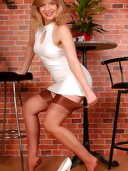 Angel in sheer cupreous reinforced heel tights