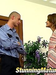 Horny policeman falling a victim of fucking scam of sex-crazy mature chick