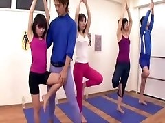 اليابانية مدرب تستحوذ على الانتصاب في الصالة الرياضية ثلاث