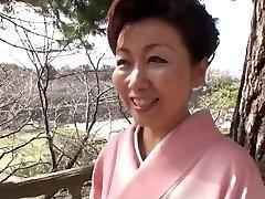 39 yr elder Yayoi Iida Swallows 2 Geysers (Uncensored)