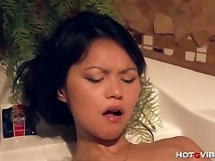 Asian Teenage Underwater Climaxes