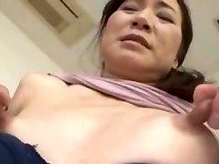רזה אסיה עם פטמות ענק