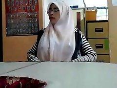 malaiji - cikgu bertudung ramas tetek