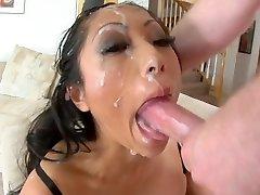 Asian hoe deepthroat to facial