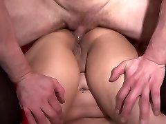 Casting her rump - Telsev