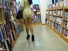 Long-legged asian super-bitch upskirt no panties